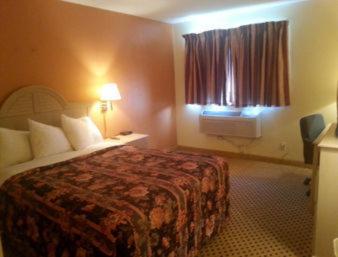 Sunset Inn & Suites Queen Room - Smoking