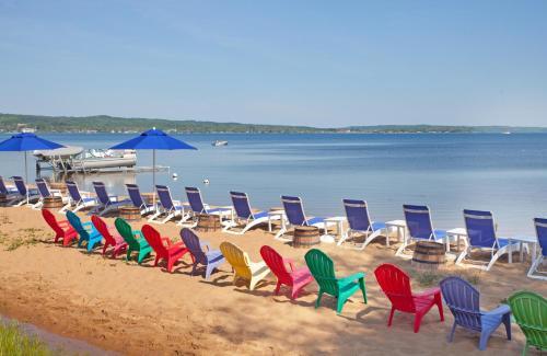 West Bay Beach A Holiday Inn Resort In Mi