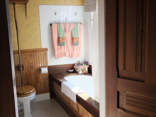 Robin's Nest Bed&Breakfast - Accommodation - San Andreas