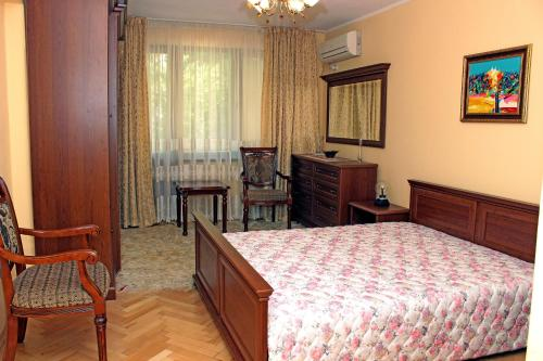 . Park City Garden Apartment