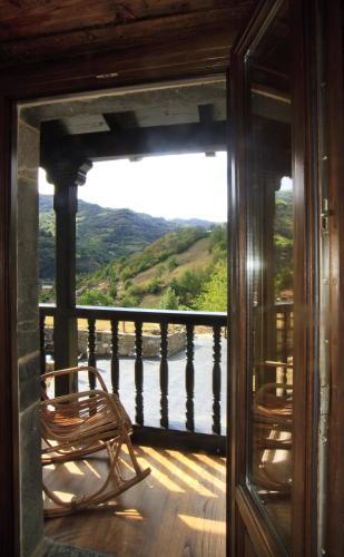 Habitación Doble Deluxe con vistas a la montaña - 1 o 2 camas Casona de El Castañíu 6