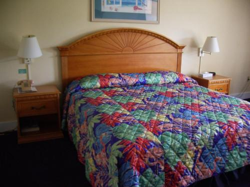 Royal Islander Hotel room photos