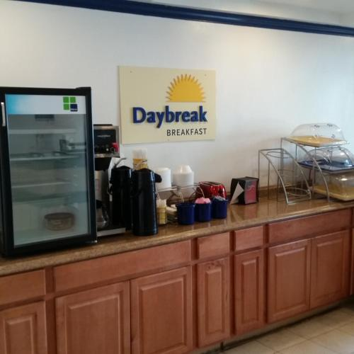 Days Inn By Wyndham Orange Anaheim - Orange, CA 92868