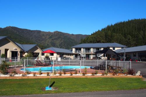 . Linkwater Motel and Backpackers