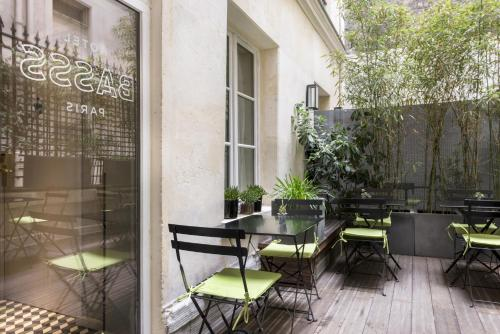 57 rue des Abbesses, F-75018 Paris, France.