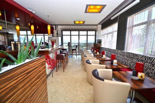 "G.H. Knoll ""Proellhofer"" Cafe Bar Hills"