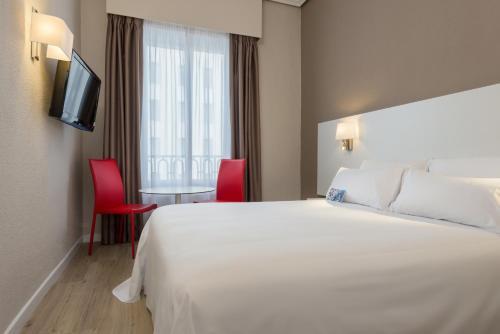 Hotel Madrid Gran Via 25 Affiliated by Meliá - image 6