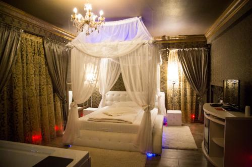 . Hotel Boutique Mikaela (Adult Only)