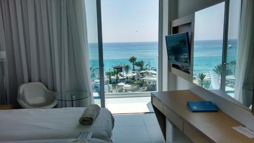 Quarto Duplo ou Twin com Vista Mar (Double or Twin Room with Sea View)