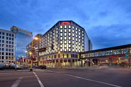 Hampton Inn & Suites - Minneapolis/Downtown - Hotel - Minneapolis