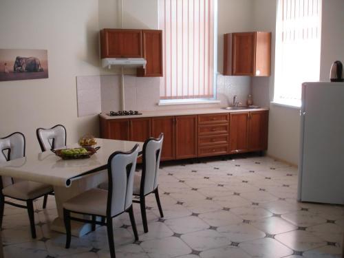 . Chernivtsi Apartments