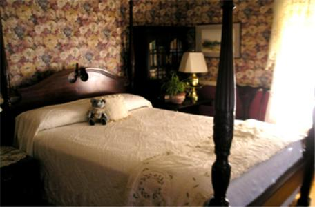 Fleetwood House Bed And Breakfast - Portland, ME 04102