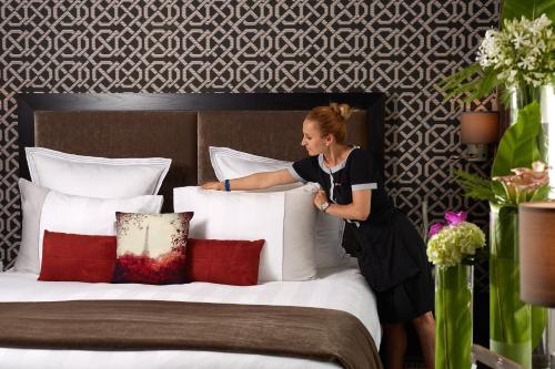 h tel juliana paris h tel 10 12 rue cognacq jay 75007. Black Bedroom Furniture Sets. Home Design Ideas