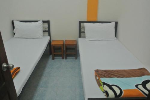Orange Backpacker Hostel room photos