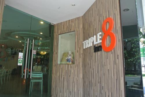 Triple 8 Inn Bangkok photo 9