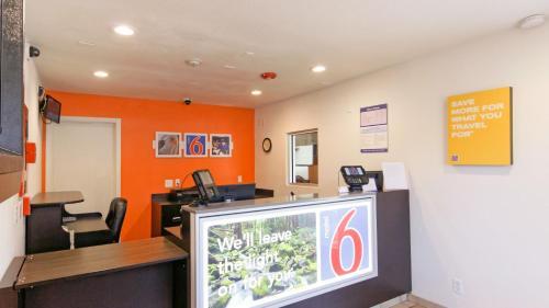 Motel 6 Chico - Chico, CA 95926