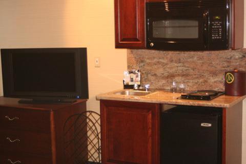 Maron Hotel And Suites - Danbury, CT 06810