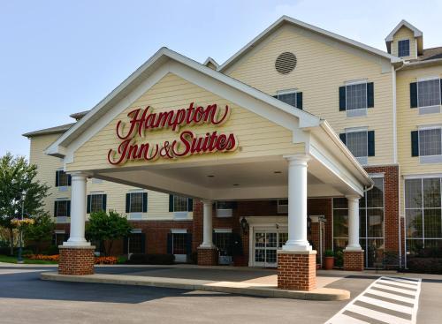. Hampton Inn & Suites State College at Williamsburg Square