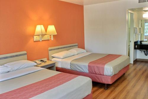 Motel 6 Coalinga East - Coalinga, CA 93210