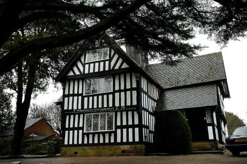 . The Old Hall Country House