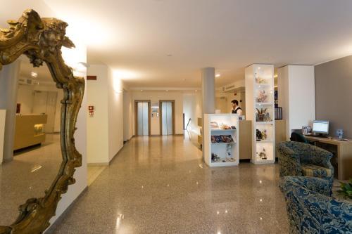 . Hotel Airmotel
