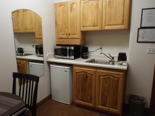 Greenwood Village Inn & Suites - Kalispell, MT 59901
