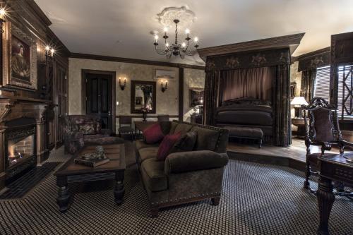 English Tudor Signature Guestroom