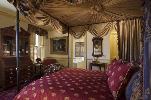 Federal Manor Guestroom