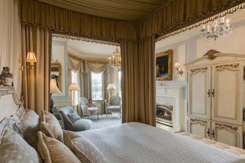 Louis XVI Signature Guest Room