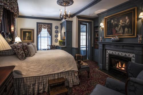 Williamsburg Manor Guestroom