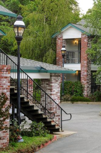 . Grass Valley Courtyard Suites