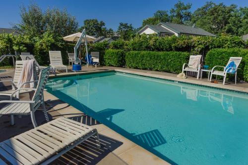 Grass Valley Courtyard Suites - Grass Valley, CA 95945