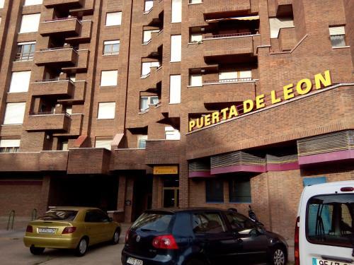 . Apartamentos Turisticos Puerta de León