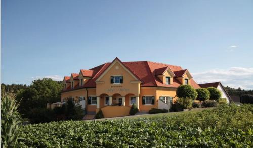 . Ferienhof Uhudler-Arkaden