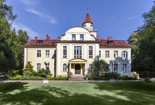 . Hotel Pałac Nieznanice