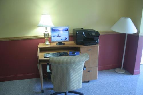 Fireside Inn & Suites Auburn - Auburn, ME 04210