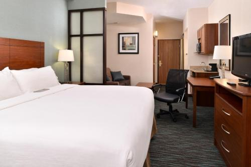 Holiday Inn Express & Suites St Marys - Saint Marys, PA 15857