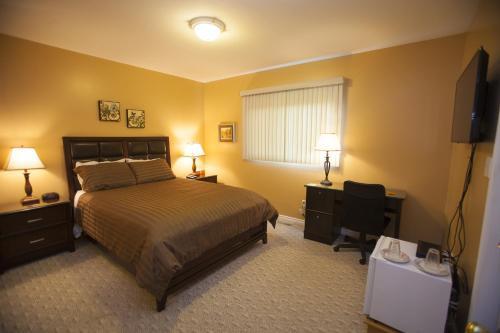 Midnight Sun Inn - Bed & Breakfast - Photo 6 of 31