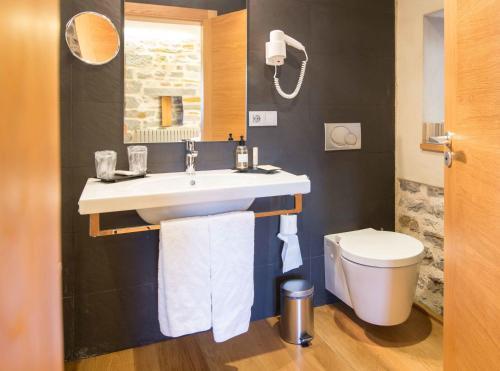 Double Room with Balcony Hotel Rural Torre De Uriz 8