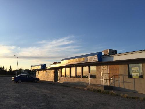 Wakiki Motel & Lounge - Meadow Lake, SK S9X 1Y4