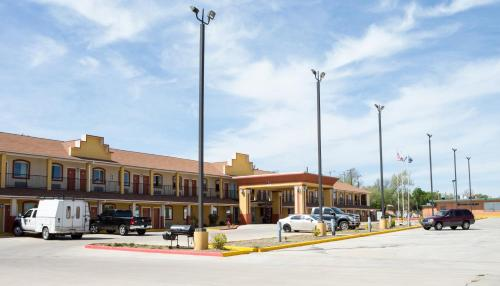 Sands Inn & Suites - Woodward, OK 73801