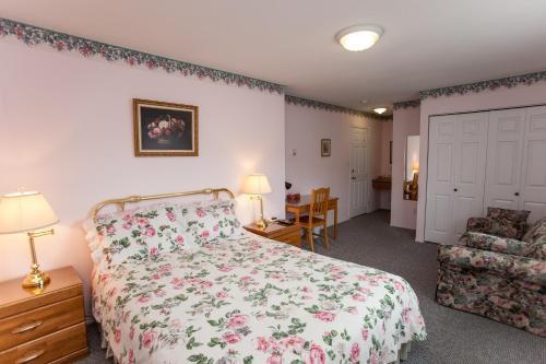 Фото отеля Midnight Sun Inn - Bed & Breakfast