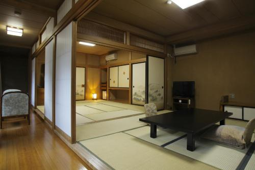 Habitación Familiar de estilo japonés - baño compartido (Japanese-Style Family Room with Shared Bathroom)