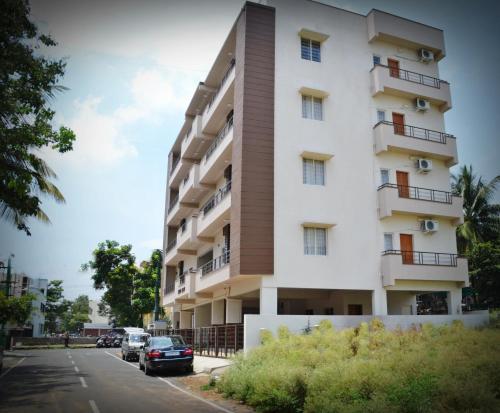 HotelOYO 10134 Triente Suites