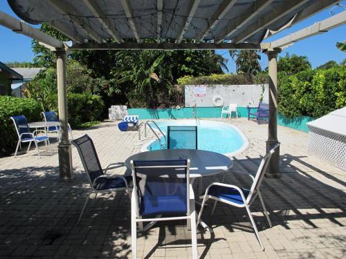 Eldemire's Tropical Island Inn
