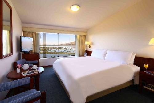 Premium Sunrise Lake View - King Room