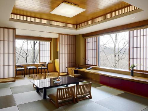 Deluxe Tatami Room