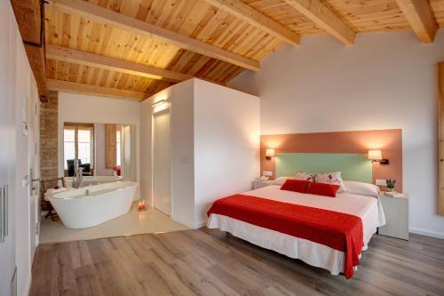 Habitación Doble Deluxe con bañera Hotel La Freixera 4