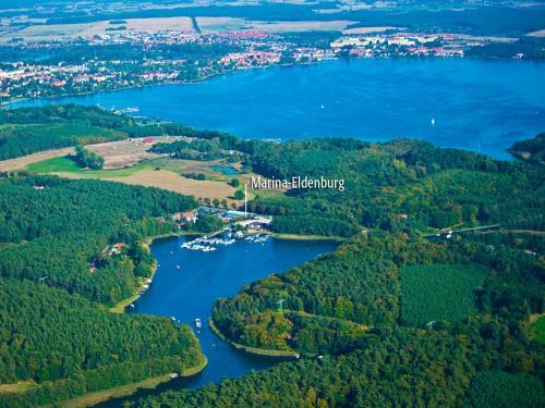 . Marina Eldenburg - Ferienhäuser und Bootsverleih am Tor zur Müritz