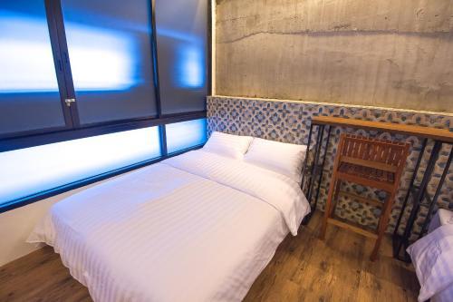 Glur Bangkok Hostel & Coffee Bar photo 123